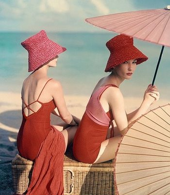 red-girls-on-beach